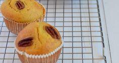 Lekker recept voor herfstige pompoen muffins zonder suiker. Ik maakte deze muffins glutenvrij door de bloem te vervangen door 150 gr Provena havermeel en 150 gr Dove Farm plain white flour. Als pompoen gebruikte ik de flespompoen, die is heerlijk zoet.