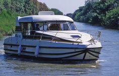 AROLLES MARINE. Location de pénichettes pour la navigation fluviale sur le Canal du Rhône à Sète. Aucun permis n'est nécessaire. Bateaux Nicol's de 2 à 12 personnes.    Port de Plaisance - 30127 BELLEGARDE - Tél : 04 66 01 75 15