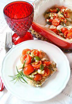 Petto di tacchino saporito alle olive verdi, pomodori e feta