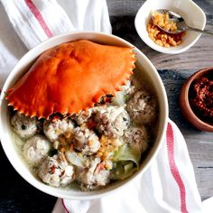 This is a Peranakan recipe I love & grew up eating. Bak wan kepiting is a meatball dish made with fresh pork & crabmeat simmered in pork/chicken broth