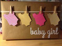 Baby shower gift wrap - If any one knows the original source for this let me know! http://regalosfabulosos.com/ideas-para-envolver-regalos-creativos-curiosos/