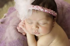 Faixa para bebe trançada com strass, flor delicada bordada, visite loja http://www.elo7.com.br/nicetiaras fone 043 84174405 Nice Tiaras