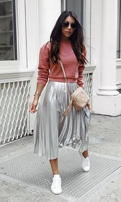 28 Ideas travel outfit sporty sweatshirts for 2019 Pleated Skirt Outfit, Skirt Outfits, Midi Skirt, Winter Fashion Outfits, Modest Fashion, Mode Outfits, Casual Outfits, Estilo Blogger, Moda Chic