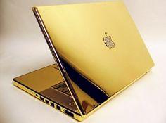 24 Karat Gold MacBook Pro with Diamond Apple Logo Macbook Pro Tips, Macbook Pro Accessories, Iphone 5s Screen, Mac Notebook, Macbook Pro Unibody, Gold Everything, Golden Apple, New Ipad Pro, Apple Logo