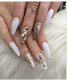 Nail colors for pale skin, Dark matte nails. Fancy Nails, Bling Nails, Trendy Nails, Glitter Nails, Gold Glitter, White Gold Nails, Coral Nails, Glitter Pigment, White Nail