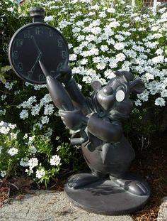 DISNEY Alice in Wonderland WHITE RABBIT Garden Statue