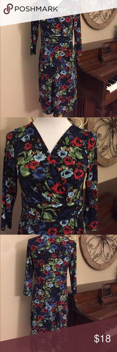 Talbots Size Medium Petit 3/4 Sleeve Dress Excellent Condition! Beautiful dress with 3/4 Sleeve from Talbots - Size Medium Petit Talbots Dresses Midi