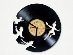 Horloge vinyle Peter Pan Upcycling produit par TheVinylEatersShop
