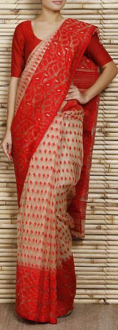 Jamdani hand-woven saree for summer Ethnic Sarees, Indian Silk Sarees, Indian Attire, Indian Ethnic Wear, Beautiful Saree, Beautiful Outfits, Indian Dresses, Indian Outfits, Jute