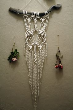 °Macramé Wall Hanging on Driftwood by FreeCreatures