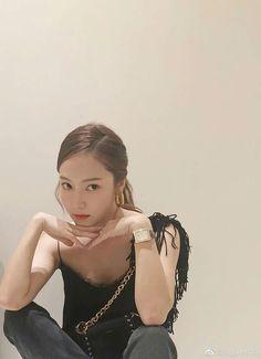 [SICABO] 180807 Jessica updated Weibo:  Sy__Jessica: Night 🌙