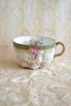 Stunning Antique Porcelain Tea Cup (No saucer)