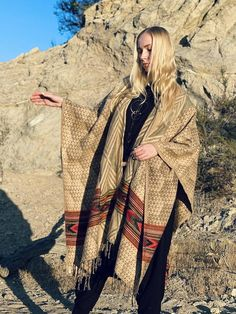 Mens Kimono Shirt, Male Kimono, Nomad Fashion, Women's Fashion, Sacred Geometry Patterns, Samurai Pants, Wool Poncho, New Pant, Ethnic Print