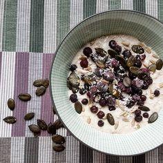 Eine gesunde, ausgewogene Ernährung ganz ohne Fertig-Essen - dieses Motto verfolgt das Clean Eating-Prinzip. Hier kommen die besten Rezeptideen fürs Frühstück, Mittagessen und Abendbrot...
