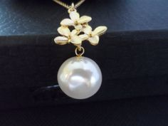 Lustrous Coin Pearl Gold Flower and by weddingbellsdesigns on Etsy