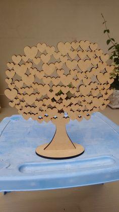 Árvore Para Assinatura  Árvore usada para presença em maternidade, ou visitas do bebê. Também pode ser usada em casamentos ou noivados, aniversário de casamento.  Em MDF cru com corte a laser.