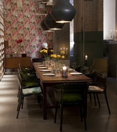 Head to 'The Folly' in Bank for a delicious meal. Enjoy the decor and atmosphere of this inner city pub/restaurant.