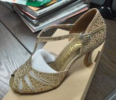 96.00$  Buy now - http://alihgv.worldwells.pw/go.php?t=32475995944 - Speical Free Shipping 2016 Suphini Full Crystal Mesh Latin Dance Shoes , Woman Salsa Shoes