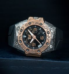 Linde Werdelin unique piece - Oktopus double date rosegold with reef and octopus engraving done by Johnny Dowell