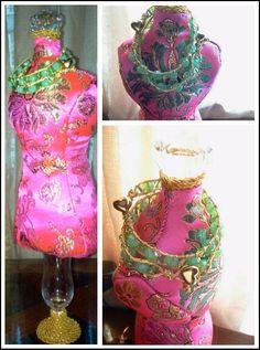 Princess China . Pin cushion and emerald green beads bracelets .