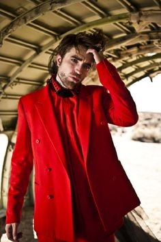 New/Old outtakes of Robert Pattinson from L'Uomo Vogue Photoshoot! Vogue Photoshoot, Robert Douglas, Sports Jacket, Celebs, Celebrities, Robert Pattinson, Look Cool, Beautiful Men, Crack Crackers