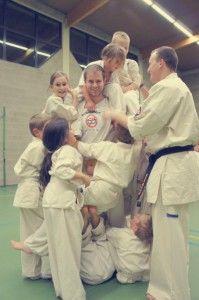 Ook de karatekids van de Seishin Dojo in Kapellen voor het eerst kennis met NoSugarMan. Elke week geef ik er karatetraining aan kinderen. Op die manier kan ik mijn passie en mijn overtuiging doorgeven aan de volgende generatie.
