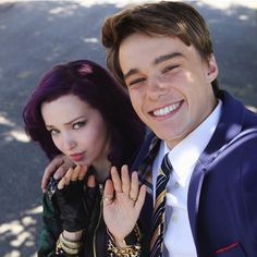 disney-channel-shares-mal-and-ben-selfie-disney-descendants.jpg (640×640)