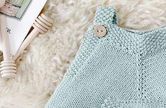 Baby Romper Pattern, Baby Booties Knitting Pattern, Baby Knitting Patterns, Knitted Baby Clothes, Knitted Romper, Diy Bebe, Crochet Jacket, Baby Sweaters, Baby Crafts