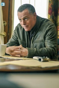 Voight - 3x09 Nbc Chicago Pd, Chicago Shows, Chicago Med, Chicago Fire, Moira Kelly, Celebrity Twins, Hank Voight, Older Mens Hairstyles, Jason Beghe