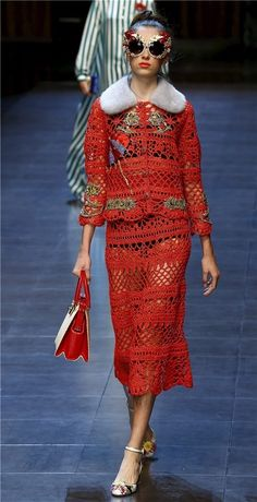 Dolce & Gabbana Spring 2016 Ready-to-Wear Collection Photos - Vogue Fashion Tv, Fashion Week 2015, Milano Fashion Week, Trend Fashion, Crochet Fashion, Modern Fashion, Runway Fashion, Girl Fashion, Fashion Show