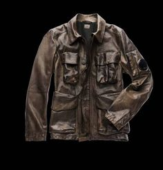 The uniqueness of the CP Company jackets is at its maximum in this soft, hand sprayed and waxed, raw buffalo leather jacket. This special treatment makes each jacket unique.