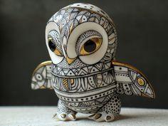 ukrainian-owl-figurine-Ukrainian painted porcelain sculpture : Anya Stasenko and Slava Leontiev Ceramic Owl, Ceramic Animals, Ceramic Pottery, Pottery Art, Sculptures Céramiques, Sculpture Art, Metal Animal, Ukrainian Art, 3d Fantasy