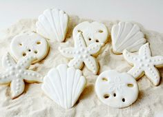 White cookies are elegant and festive. Perfect for Christmas! Featured on Beach Bliss Living: http://beachblissliving.com/beach-cookies-christmas/