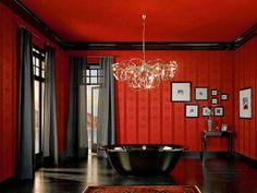 Een rode badkamer met een zwart bad. Prachtig combinatie voor je klassieke badkamer
