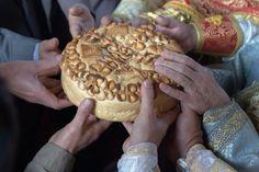 Sastojci za posne kuglice sa maslinama i susamom: 500 g krompira, 100 g biljne masti, 100 g crnih i zelenih maslina, 100 g susama, biber, so.