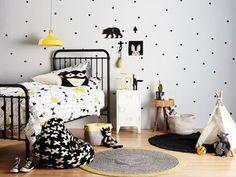 // INSPIRAÇÃO // Bolinhas na parede, quarto P&B com toque de amarelo, triângulos na roupa de cama e cruzetas na almofada! Lindo né? Vem ver mais inspirações no nosso PINTEREST! Siga AMOMOOUI  www.MOOUI.com.br  #pinterest #inspiration #archilovers #architecturelovers #beautiful #becreative #bedroom #bedroomdecor #decor #decoracao #decorlovers #designinspiration #details #home #homedecor #inspiration #interiordesign #interiors #style #trend