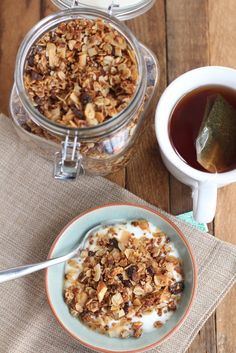 Chai Spice Granola with Almonds and Coconut - nice spice to it; delicious on plain greek yogurt that has been mixed with a bit of honey. Real Food Recipes, Yummy Food, Sweets Recipes, Tea Recipes, Drink Recipes, Yummy Treats, Desserts, Sweet Treats, Chai Recipe
