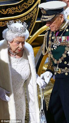 May 2015 Taking the strain: A steadying hand from Prince Philip for the 89 year old Queen at the State Opening of Parliament Commonwealth, English Royal Family, British Royal Families, Princesa Diana, Royal Queen, King Queen, God Save The Queen, Prinz Philip, Estilo Real