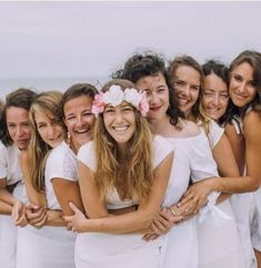 """The post Ideas Wedding Photography Family Group Friends"""" appeared first on Pink Unicorn photography Family Beach Photography Friends, Photography Poses, Family Photography, Foto Wedding, Wedding Pics, Bridal Shower Photography, Wedding Photography, Group Photo Poses, Wedding Group Photos"""