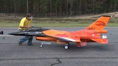 Mäxä's huuuge 1:4 scale F-16. Generic-Fly plane. Four Booster 160+ turbines!!! Maiden flight...