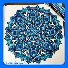 Het derde enige echte mandala kleurboek. Kleuren voor volwassenen! Gemaakt door Evelien Beentjes ♡ #blauw
