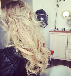 Legyen még magabiztosabb és érezze magát jól a bőrében, a profi hajhosszabbításunkkal!  http://www.homebeautybar.hu/