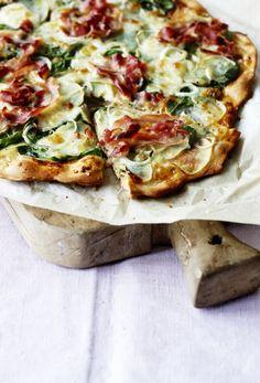 Kartoffelpizza med spinat