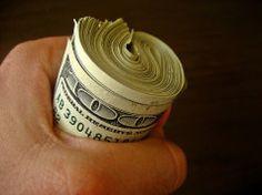 """Para biriktirmek istiyorsunuz ama bir türlü paralarınızı biriktiremiyorsanız """"Para Biriktirme Yolları"""" adlı yazımıza göz atın."""