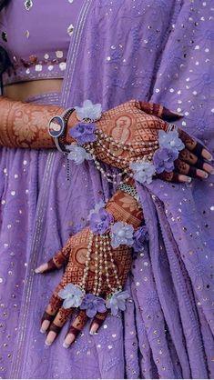 Bridal Bangles, Bridal Jewelry, Flower Jewellery For Mehndi, Flower Jewelry, Diamond Jewellery, Bollywood, Indian Bridal Fashion, Bridal Photoshoot, Pakistani Bridal Dresses