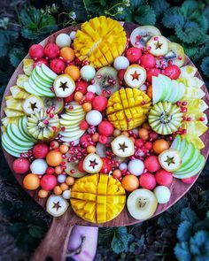 My kind of date. Allow me to feed you some juicy fruit, as I steal a sensual/erotic kiss in the process! Healthy Fruits, Healthy Snacks, Healthy Recipes, Yummy Snacks, Party Food Platters, Fruit Platters, Fruit Photography, Aesthetic Food, Food Design