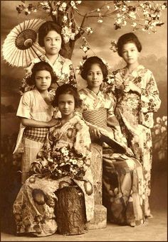 """JAPANESE FASHION in THE PHILIPPINES --  Filipina Having Fun in Kimono (5) / The girls of the Philippines were no different than girls anywhere. Here's a """"baker's dozen"""" of some old 1920s shots of sweet Filipina who went off to the photo studios of Manila and Baguio to have fun with their friends """"dressing up"""" in Japanese Kimono. These 13 old photos from the Philippines are just a small sample of the many thousands of happy memories from those islands that have been lost to time. Have A Nice Life, Have Fun, Japanese Kimono, Japanese Fashion, Old Photos, Vintage Photos, Philippine Women, Filipino Culture, Filipina Beauty"""