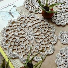 16 Ideas For Crochet Granny Square Purse Beautiful Crochet Placemats, Crochet Doily Patterns, Crochet Mandala, Crochet Art, Crochet Home, Thread Crochet, Love Crochet, Crochet Granny, Crochet Motif