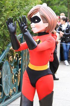 Disney Parks, Walt Disney World, Mrs Incredible, Disney Cast Member, Daisy Duck, Tokyo Disneyland, Mascot Costumes, Big Butt, Hugs