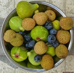 {Lychee🍁&fig&🍁grapes}